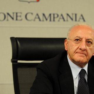 Fase 2, De Luca si sfila dall'accordo Stato-Regioni: domani in Campania ristoranti e pub non aprono