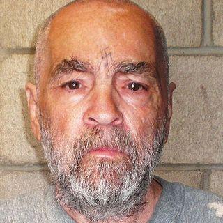 'Med Døden Til Følge': Manson-familien – da hippiedrømmen mistede sin uskyld