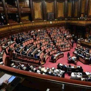 """Bonus partite Iva anche a cinque deputati. Fico e Di Maio indignati: """"restituiscano quanto percepito"""""""