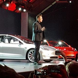 hàng trăm ngàn đơn đặt mua xe Tesla Model 3 trước khi thấy xe thật