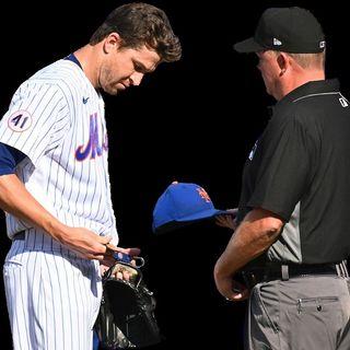 MLB: Jacob deGrom inspeccionado por los umpires en busca de sustancias pegajosas