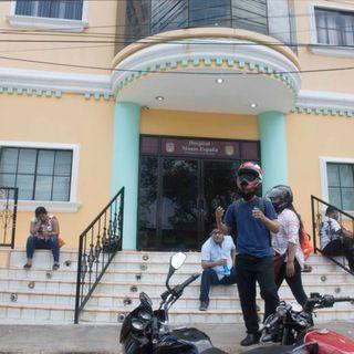 Angustia y zozobra en las afueras de los hospitales en Managua