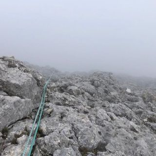 Alpinista vicentino precipita per venti metri sulle Pale di San Martino e rimane ferito
