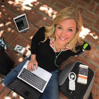 Tech Expert and Columnist Jennifer Jolly shares some great deals on #ConversationsLIVE ~ #giftfiving @jenniferjolly #techie #cybermonday