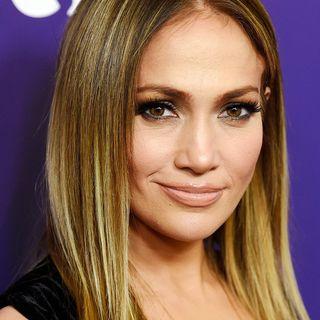 Jennifer Lopez: è di questi giorni la notizia riguardo la fine del suo fidanzamento con Alex Rodriguez. Con J. Lo, torniamo poi al 2001...