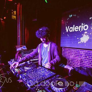 """Ho lasciato l'Italia per fare il DJ a Melbourne, la storia di Valerio Sinatra  - """" difficile ma c'e' l'ho fatta """"."""