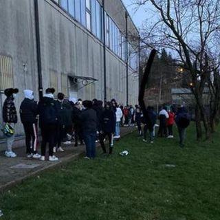 Assembramento di sessanta giovanissimi, fra alcol e droghe: scattano le multe