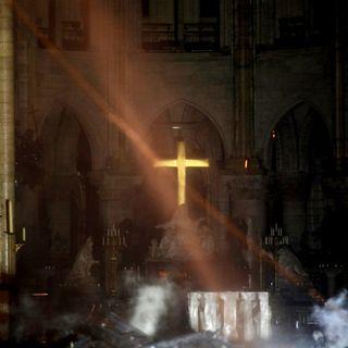 El incendio en la Catedral de Notre Dame está parcialmente sofocado