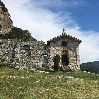 Passeggiando verso la Rocca dell'Innominato