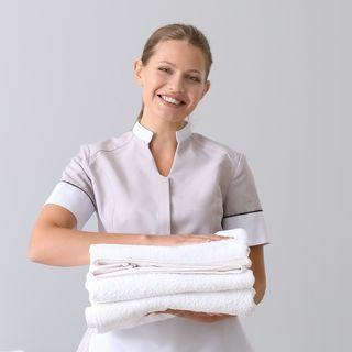 Stirapp, l'applicazione per lavare e stirare le camicie prenotando anche dalla spiaggia