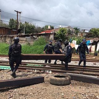 Liberan vías del tren en Michoacán