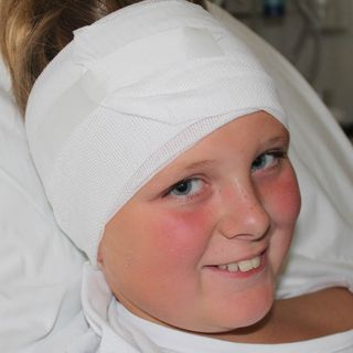 Kan magneten bakom örat rädda Ebbas hörsel