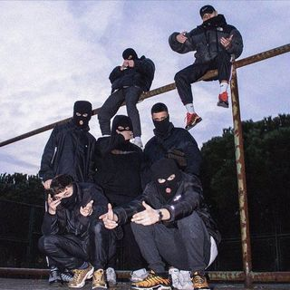 Uzi - Şarkılar Sokaklara Ait ft. Motive