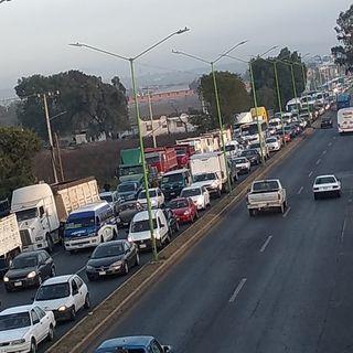 Transportistas bloquean carretera México-Pachuca