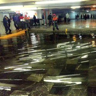 Tormenta provoca inundaciones en vialidades de la capital