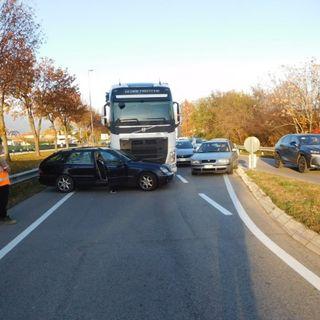 Schianto camion-auto, traffico in tilt: l'ambulanza da Santorso arriva sul posto dopo due ore