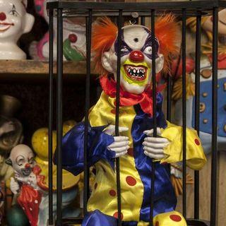 75.2. Clown Motel, un aterrador lugar donde siempre te sentirás observado