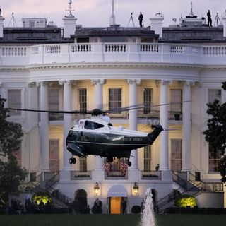 'Liberate le scrivanie', prove di trasloco alla Casa Bianca
