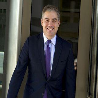 Ordena juez de EU devolver acreditación a reportero de CNN