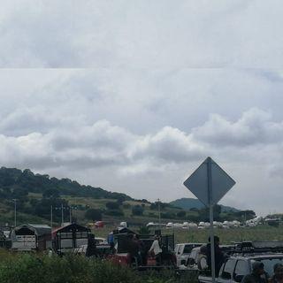 Conductores varados en la carretera federal 190 Oaxaca-Istmo