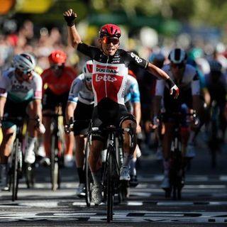Tour de France, 3° tappa: Ewan brucia Bennett allo sprint. Bel terzo posto per Giacomo Nizzolo
