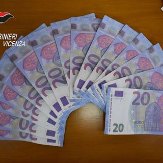 Banconote false da 20 euro scambiate con l'inganno con soldi veri. E' recidivo