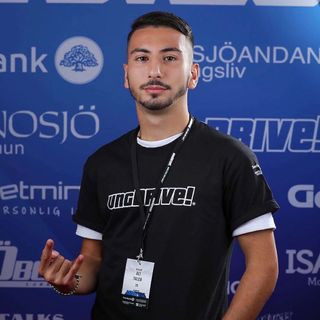 Ali Taleb förklarar UngDrive på Trainstation