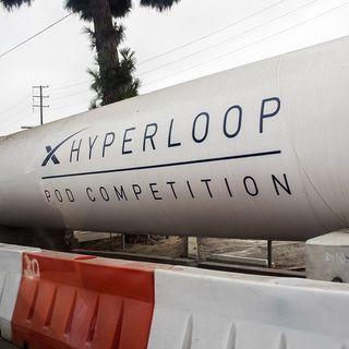 Hyperloop, tarjetas corporativas American Express y fenómeno migratorio con Karla Valenzuela