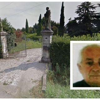 Il 75enne trovato senza vita nella fontana è morto per malore. L'autopsia chiude il caso