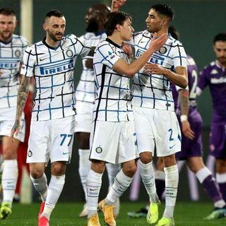 Calcio, anticipo di campionato: l'Inter vince a Firenze e si gode il primo posto in attesa di Milan-Crotone