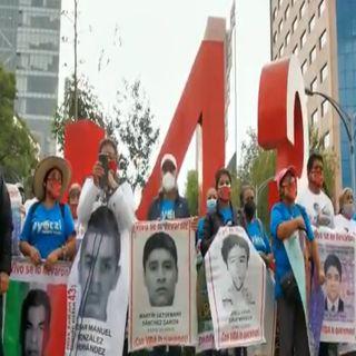 Piden padres de los 43 estudiantes de Ayotzinapa a Amlo agilizar investigaciones