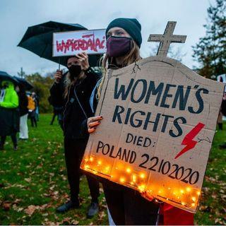 Le proteste contro la legge antiabortista in Polonia