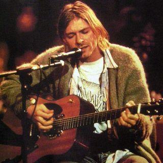 """KURT COBAIN: sarà venduta all'asta la chitarra usata nel concerto MTV Unplugged, in cui realizzò la cover di """"The man who sold the world""""."""