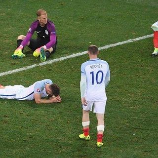 Kerry Katona 2 - 1 England