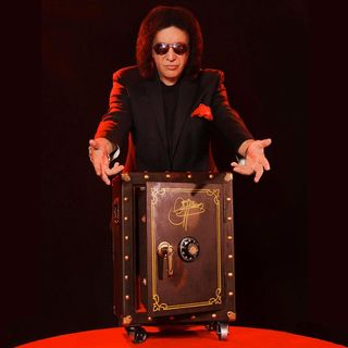 Episode 15 - The Gene Simmons Vault Experience w Dave O'Leary plus A Gene Simmons Interview