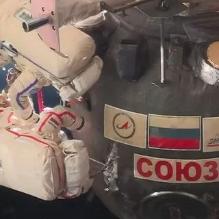AstronautiCAST 12×10 – La Soyuz presa a coltellate