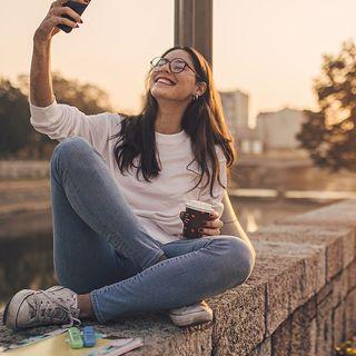 La tendenza della settimana: il lato nascosto del selfie perfetto (di Alessandra Magliaro)