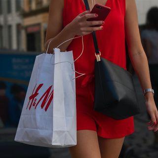 Il macchinario di H&M che ricicla in 5 ore i vestiti usati: fast fashion sostenibile?