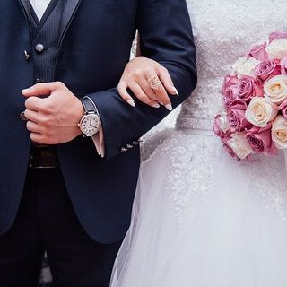 Man gets wedding paid for by grateful mother (Smile File)