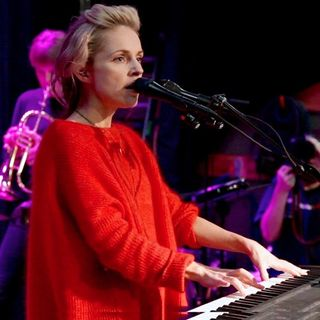 Agnes Obel - Familiar (opbmusic)