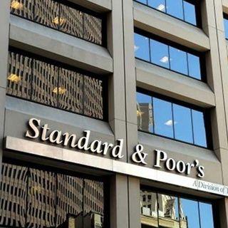 S&P rebaja calificación crediticia de México