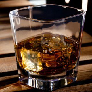 El agua refuerza el sabor del whisky