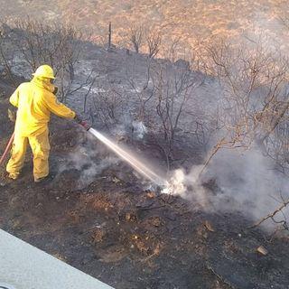 Incendio en Rosarito controlado en 70 por ciento