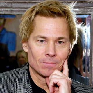 Kato Kaelin Sings Our Theme Song!
