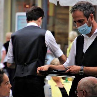 """Nuovo decreto Covid, dal 6 agosto Green Pass per ristoranti al chiuso. Appello di Draghi: """"Vaccinatevi subito"""""""