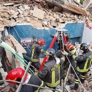 Torino, crolla una palazzina: morto un bimbo di 4 anni, 4 i feriti di cui uno grave