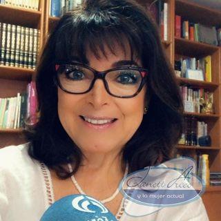 """Yohana García, Psicóloga Transpersonal con la segunda parte de: """"Biodescodificación y Emociones""""."""