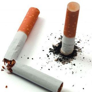 Dos cigarros a medio fumar