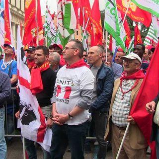 Licenziamenti, accordo tra governo e sindacati: si utilizzeranno prima gli ammortizzatori sociali