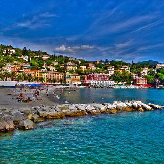 Liguria, in arrivo l'applicazione che permetterà di prenotare la spiaggia da casa
